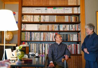 <あの人の本棚>(30)洋々閣会長・大河内明彦さん、女将はるみさん夫妻(唐津市)