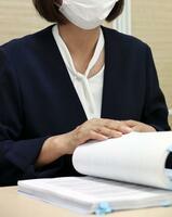 国に損害賠償を求めた訴訟の口頭弁論の後、取材に応じる赤木俊夫さんの妻雅子さん=23日午後、大阪市