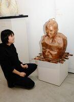 皆良田佳歩さんの立体作品「輪廻」=県立美術館