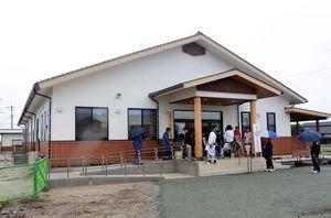 落成式があった大詫間公民館。佐賀市産や県産の木材がふんだんに使われている=佐賀市川副町