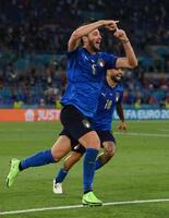 スイス戦で先制点を挙げて喜ぶイタリアのロカテリ=16日、ローマ(ゲッティ=共同)