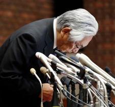 日本大学長、会見で「責任痛感」