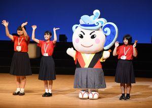 二県交流ステージでは、2020年に全国総文を開く高知県の生徒実行委員会も出演。マスコットキャラクター・土佐なる子は今回初お披露目となった