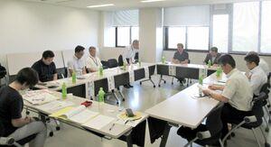 安心で安全なまちづくりの推進を図る3者連携推進委員会=神埼市の西九州大学(提供写真)