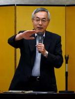 日本の未来におけるJAの役割について講演する農林中金総合研究所の皆川芳嗣理事長=佐賀市の千代田館
