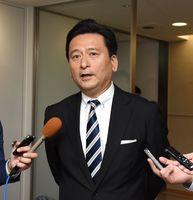 国の試算結果などについて受け止めを話す山口祥義知事=佐賀県庁