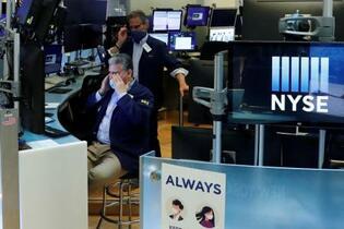 NY株、2万5千ドル回復