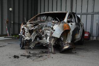 吉野ヶ里町で車両火災、車内から女…