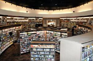31日で閉鎖される武雄市図書館のCD・DVDレンタルコーナー