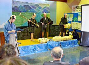 成富兵庫茂安の功績を、演劇を通じて紹介した金泉中の生徒たち