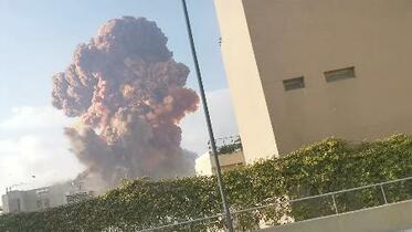 レバノンで大規模爆発50人死亡
