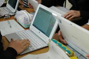 タブレット端末を使った県立高校の授業風景(本文とは関係ありません)