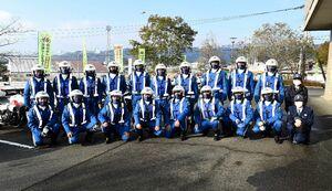 ランナーを先導し、レースを支えた県警交通機動隊=基山町役場