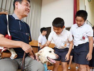 佐賀のニュース 盲導犬との生活学ぶ