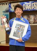 最優秀選手賞を獲得した小城市の溝田槙悟=佐賀市の佐賀新聞社