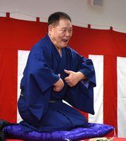 喜楽舎さんの自在な表情と語りに会場は笑いと拍手に包まれた=佐賀市白山の県聴覚障害者サポートセンター