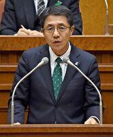 新型コロナウイルスの影響による佐賀県教育委員会の対応について答弁した落合裕二教育長=県議会棟