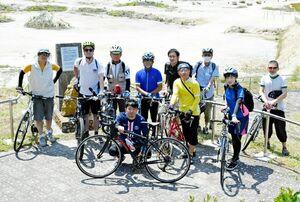 サイクリングコース作成に協力している県サイクリング協会のメンバーや県職員=有田町の泉山磁石場