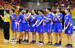 12月の全国大会に出場する女子中学生県選抜チーム=SAGAサンライズパーク総合体育館