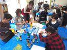 障害児に楽しむ時間を 保護者立ち上げの芸術サークル5周年
