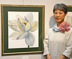 島佐賀子さんと新作「蓮」(透明水彩、F10)