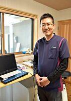 牛が好きで、なるべく牛に負担をかけない手術法を模索したという内山健太郎獣医師=唐津市菅牟田の診療所で