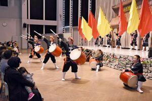 首里城の復興支援のために開かれたエイサーのイベント=唐津市のふるさと会館アルピノ