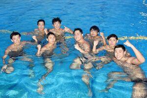 2年連続で日本学生選手権に挑む西九州大水球部の選手たち