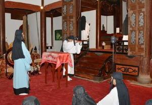 孔子ら儒学関係者の遺徳をしのび廟内では厳かに供物献上の儀が捧げられた=多久市の多久聖廟