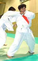 全国制覇を目指して練習を重ねる橋口茉央さん=武雄市の武雄中