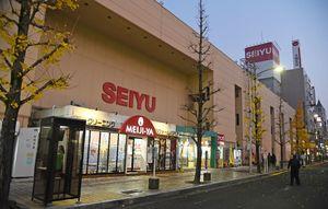 来年の3月31日に閉店する西友佐賀店=佐賀市駅前中央