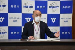 サガン鳥栖、久光製薬スプリングスの支援策について説明する橋本康志市長=鳥栖市役所