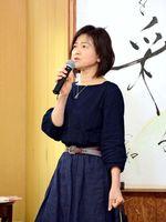 食生活の見直しによる療育について説明した前島由美さん=佐賀市大和町の保育園ひなた村自然塾