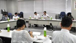 治療と仕事の両立を支援するチームの初会合=佐賀市の佐賀第二合同庁舎