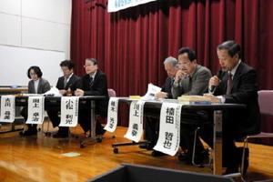 シンポでは、和解協議や訴訟の結果を待たず、沿岸4県で有明海再生の議論に入ることが提言された=佐賀市のほほえみ館