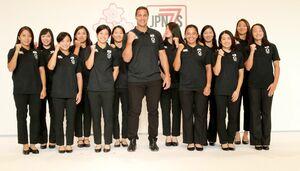 堤ほの花(右から3人目)らラグビー女子7人制日本代表(c)JRFU
