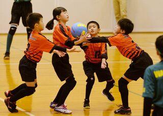 <ひびのウェブ写真館>学童五輪ドッジボール「熱戦譜」画像で紹介