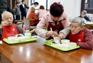 中国の総人口、14億人突破