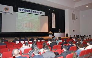 将来の夢や農業経営、地域貢献などのビジョンを発表する若手農業者=神埼市中央公民館