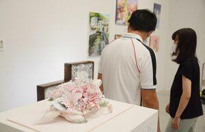 峰希林さんの「幸せへの一歩」=県立美術館
