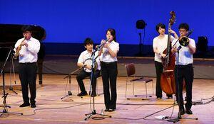 クラシックジャズの軽やかな演奏を披露した早稲田大学のニューオルリンズジャズクラブ=佐賀市文化会館