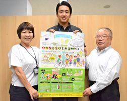 シンポジウムへの来場を呼び掛ける(左から)江副千鶴子さん、大野敬太さん、内田克範さん=佐賀市の佐賀新聞社