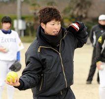 昨年1月、佐賀市大和町で開かれた女子ソフトボール講習会に講師として招かれた藤田倭選手