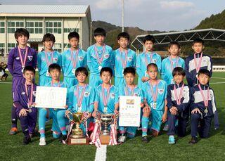 青空の下、全力プレー!! 九州ろうきん杯・県U-12サッカー選手権