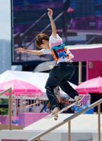 男子ストリート決勝で演技する堀米雄斗。金メダルを獲得した=有明アーバンスポーツパーク