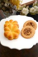 (左)アーモンドケーキ 160円、キャラメルアーモンドのサブレ 150円