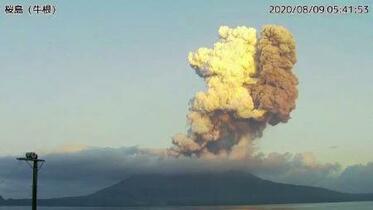 桜島で噴火、噴煙5千メートルに