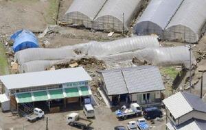 大分県日田市で豪雨被害を受けたビニールハウス=11日(共同通信社ヘリから)