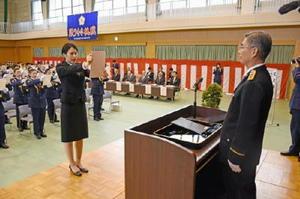 入校生を代表し宣誓する有馬菜月さん=佐賀市の県警察学校