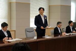 県政策調整会議で議論を総括する山口祥義知事=佐賀県庁